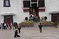 Lhasa-Potala-54-Klosterhof-Palasteingang-2014-gje.jpg
