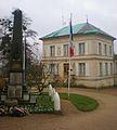 Liancourt (Oise) - Mairie et monument aux morts.JPG
