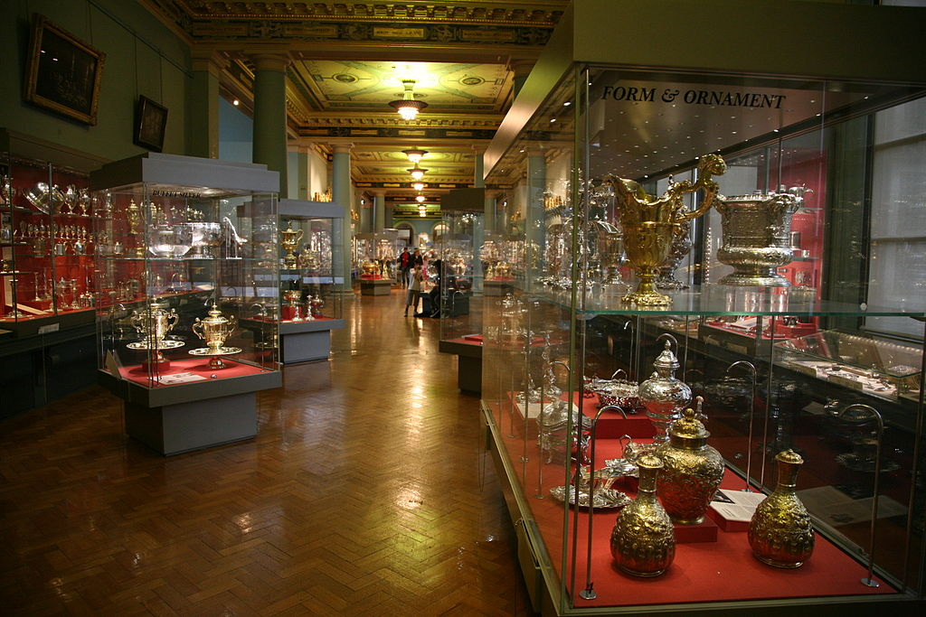 London-Victoria and Albert Museum-Silver exhibition room-01
