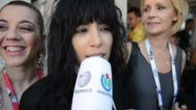 Fil:Loreen presenting herself in Swedish.ogv