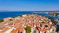Luftbild vom historischen Zentrum von Zadar, Kroatien (48607313708).jpg