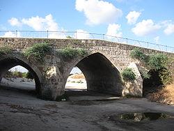 Mamluk bridge, Yavne008.jpg