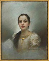 Portret młodej kobiety z wisiorkiem ze złotym serduszkiem