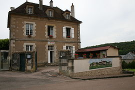 The town hall in Marmeaux