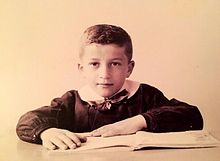 Roberto Maroni in prima elementare.[1]