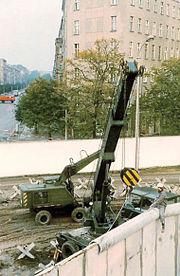 Ampliación del muro en Bernauer Straße 1980