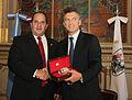 Mauricio Macri firma convenio con el Alcalde de Asunción del Paraguay (6482915175).jpg
