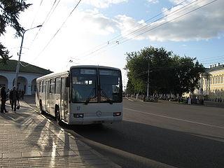 Автобусы Mercedes-Benz на улицах Костромы.