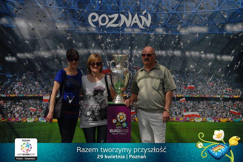 File:Moje zdjecie z pucharem europy 2012.jpg