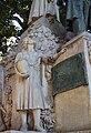 Monument a Teodor Llorente, xiqueta amb mel.jpg