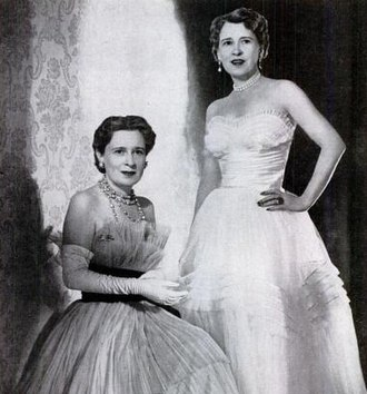 Gloria Morgan Vanderbilt - Gloria Morgan Vanderbilt (left) with her identical twin, Thelma, Viscountess Furness, in 1955.