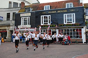 English: Morris dancers Dancing outside the Pu...