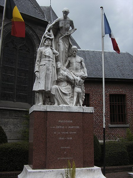 Mouscron (Belgique) - Grand'Place - monument aux morts de la guerre 1914-1918.