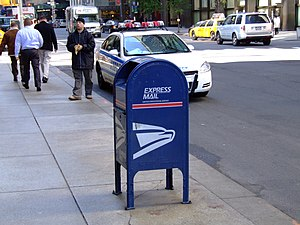 English: A US Postal Service mailbox in New Yo...