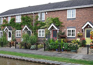 New Canalside Housing, Market Drayton, Shropshire Attractive new developments with more traditional style, are enhancing scenery