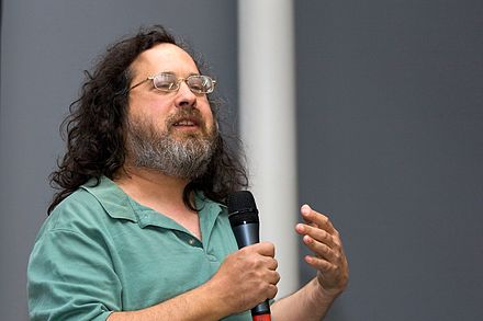 "Stallman giving a speech on ""Free Software and Your Freedom"" at the biennale du design of Saint-Étienne (2008)"