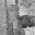 Noord-oost hoek van het rechthoekige romaanse koor noord boven - Batenburg - 20028402 - RCE.jpg