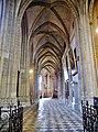 Orléans Cathédrale Sainte-Croix Innen Süd-Seitenschiff.jpg