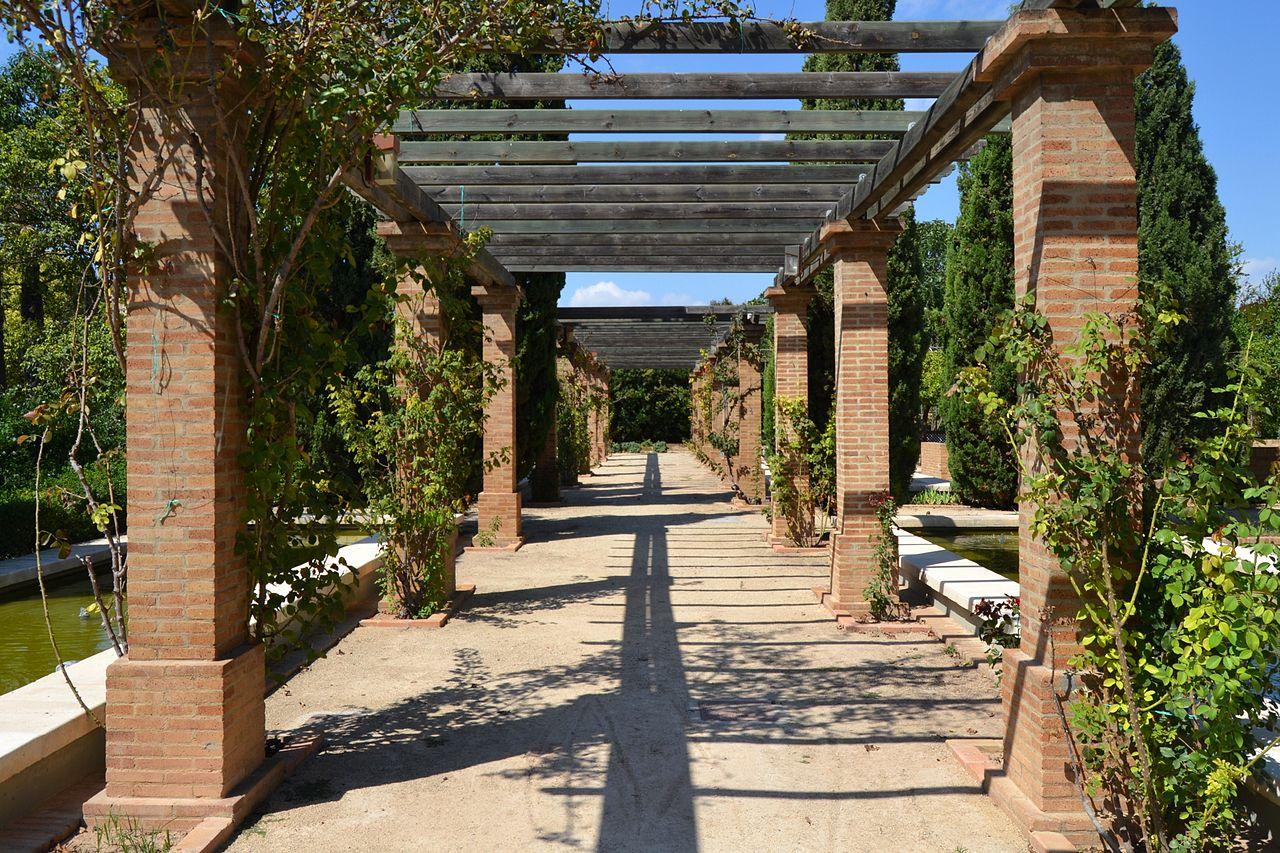 File p rgola al parc de benicalap jpg wikimedia commons for Cascadas de agua artificiales para jardin