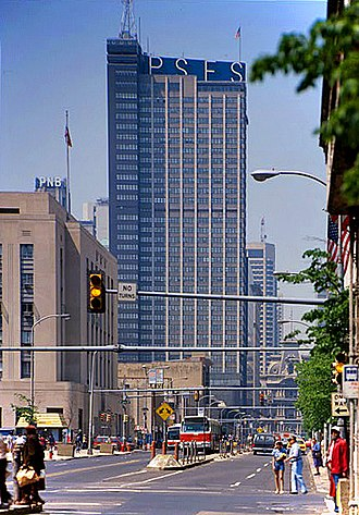 Market Street (Philadelphia) - Market Street, looking west from 8th Street, in the mid-1980s
