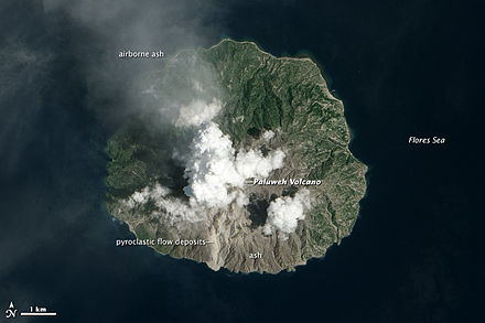 Paluweh eruption as seen from space Paluweh2013labeled.jpg