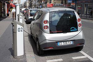 Bolloré Bluecar - Bolloré Bluecars charging at an Autolib' kiosk on Rue de Vaugirard, Paris