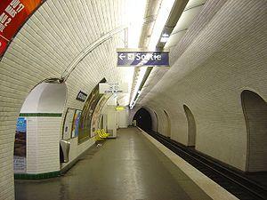 Buttes Chaumont (Paris Métro) - Image: Paris Metro Louis Blanc dsc 00848