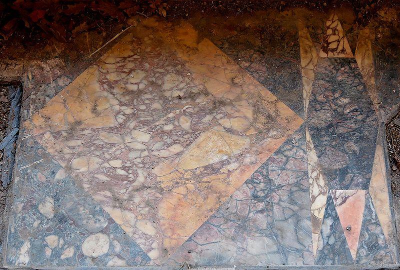 File:Pavement small thermae Villa Adriana.jpg