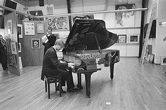 Corneille Guillaume Beverloo - Image: Piano beschilderd door Corneille bij kijkdag Christies ANEFO