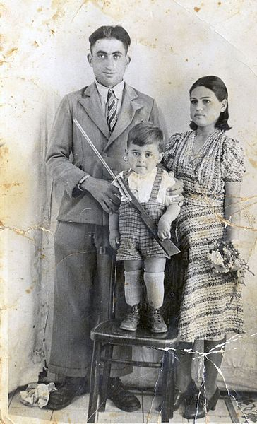 משפחת גדליהו, 1941 פתח-תקווה