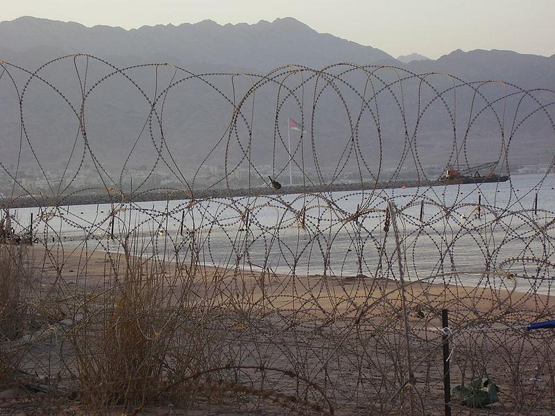 File:PikiWiki Israel 8114 eilat-aqaba border.jpg