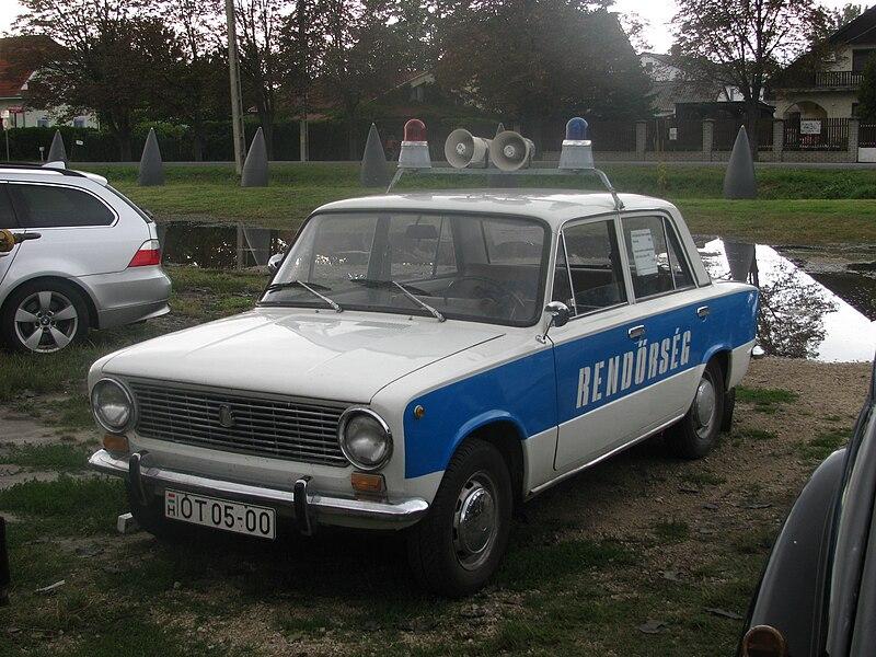 File:Police car Zamárdi.jpg