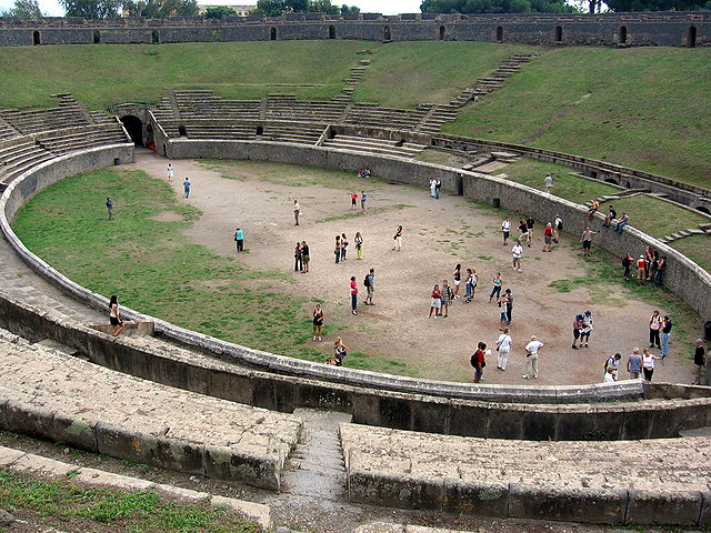 https://upload.wikimedia.org/wikipedia/commons/thumb/5/54/Pompeji_-_Arena.jpg/640px-Pompeji_-_Arena.jpg