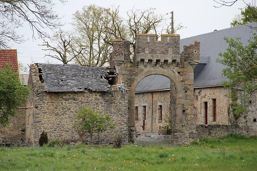 Porte fortifiée du manoir de la Chesnelière du XVIe siècle