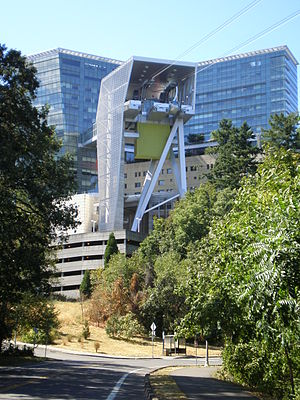 English: The Portland Aerial Tram at the Orego...