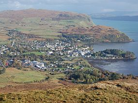 Portree from Suidh Fhinn - geograph.org.uk - 270838.jpg