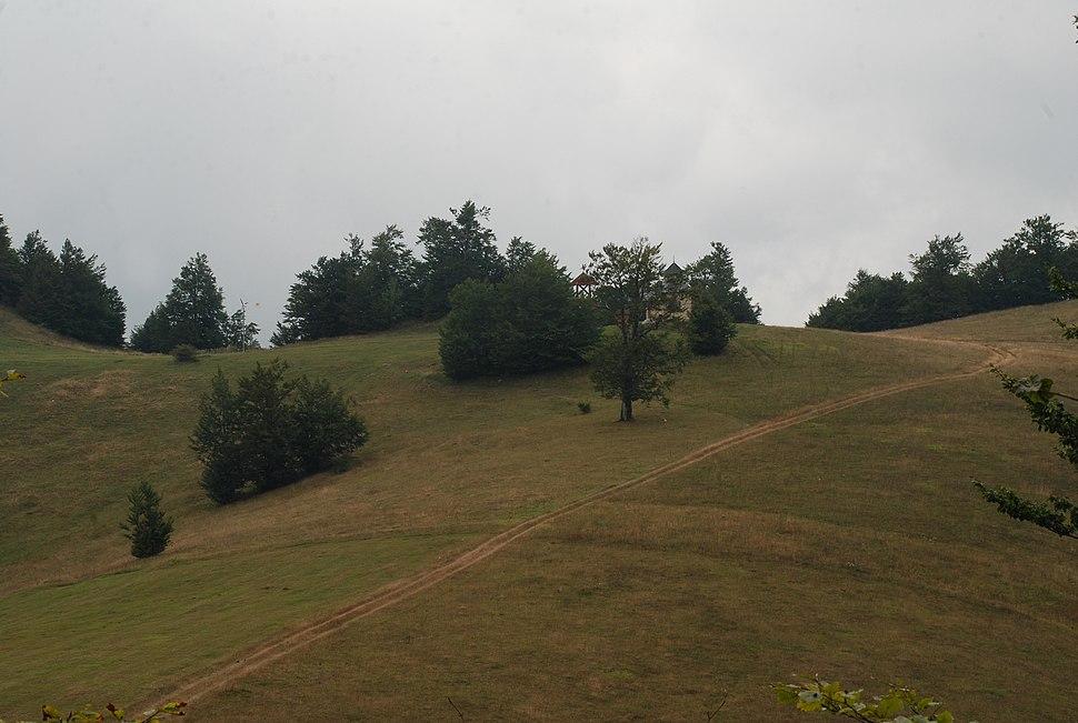Povlen- zapadna Srbija - mesto Kneževo polje - Crkva na Kneževom polju 1