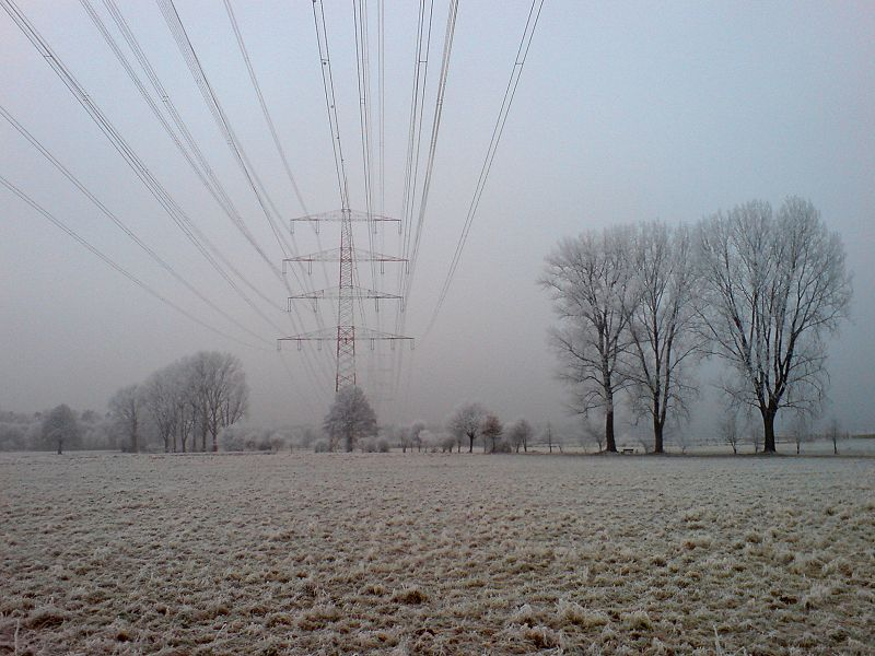 File:Powerlines Over Fields Erzhausen.jpg