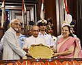 Pranab Mukherjee being presented a souvenir by the Vice President and Chairman, Rajya Sabha, Shri M. Hamid Ansari and the Speaker, Lok Sabha, Smt. Sumitra Mahajan, during his farewell ceremony.jpg