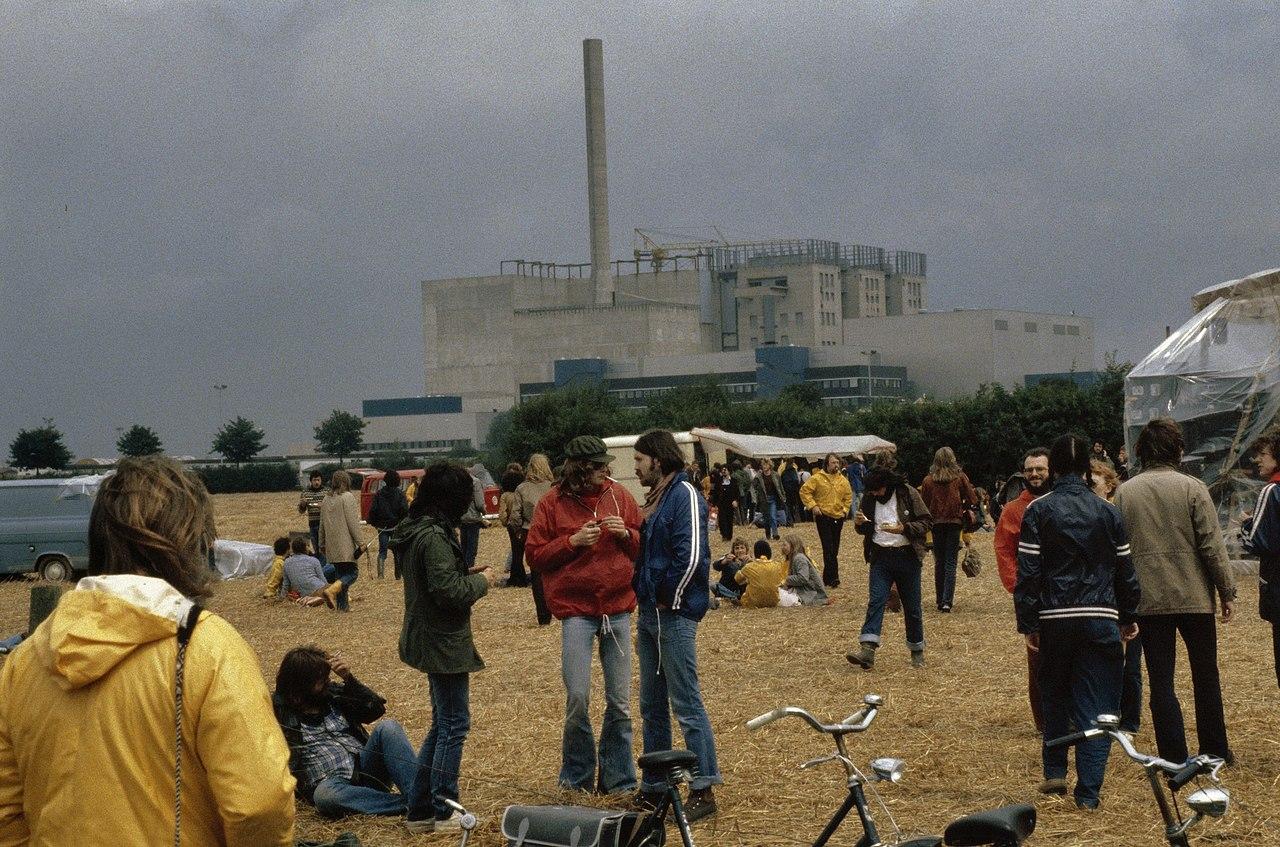 Protest bij snelle kweekreactor Kalkar ( West Duitsland ) aktievoerders met op d, Bestanddeelnr 253-8576.jpg