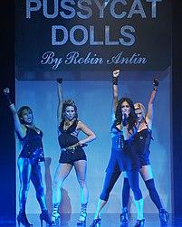 8697adc090db El grupo actuando en Los Angeles Fashion Week de 2008.