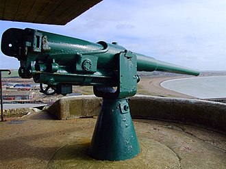 QF 12-pounder 12 cwt naval gun - Typical coast defence mounting, at Newhaven Fort, UK