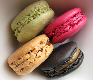 English: Four macarons. Français : Quatre maca...