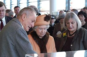 Sue Essex - Richard Rogers (left) with Queen Elizabeth II and Essex (right), at the opening of the Senedd, Cardiff, Wales