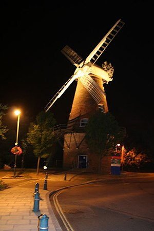 Rayleigh Windmill - Image: Rayleigh Windmill at night