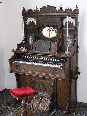 Pump organ - A Victorian-era pump organ