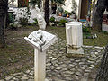 Roč, Hrvatska, skulptura violine, harmonike i violončela (20070107-0864).jpg