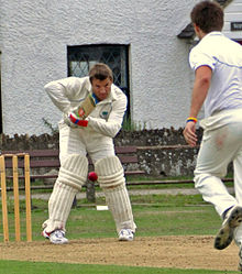 Description de l'image Rob Andrew playing cricket.jpg.