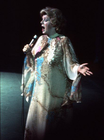 Clooney performing in 1977 Rosemary Clooney Allan Warren.jpg