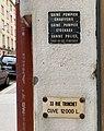 Rue Duguesclin - panneau cuve 12000 L indiquée rue Tronchet (Lyon).jpg